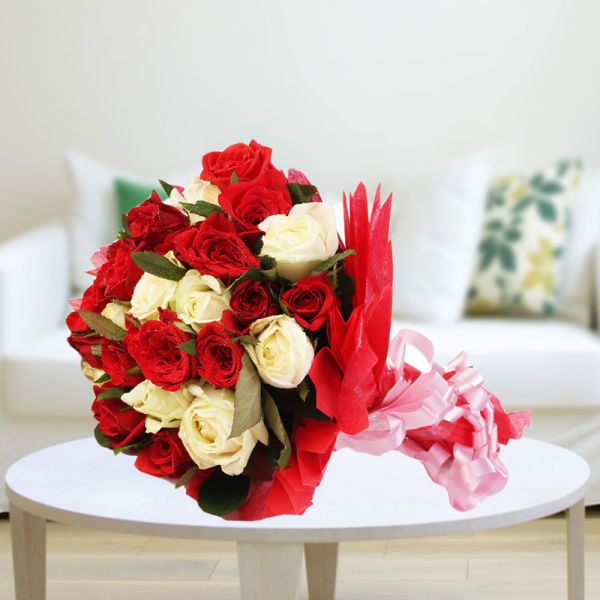 Buy Tranquil love A bunch of red & white roses