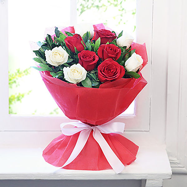 Buy Heartfelt Miracle A bunch of red & white roses